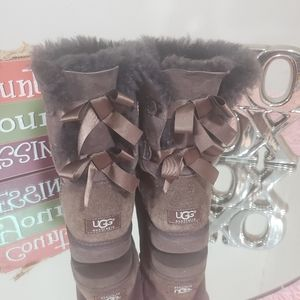 Authentic ugg womens bailey bow II boots size 8